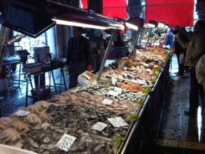 Mercato del pesce di Rialto a Venezia