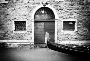 Canale di Venezia con gondola