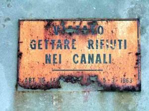 Operazione pulizia canali Venezia
