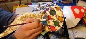 Lavorazione maschere veneziane